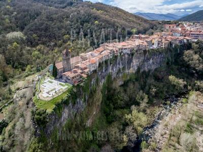 Paisatges Verticals - Fotografia aèria - PROMOCIÓ TURÍSTICA (Castellfollit de la Roca)