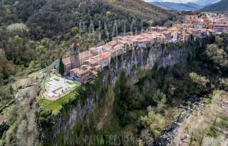 Paisajes Verticales - Fotografía aérea - PROMOCIÓN TURÍSTICA (Castellfollit de la Roca)